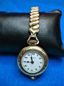 VINTAGE-DUCHESS-CONVERTIBLE-POCKET-WRIST-WATCH-PETITE-SIZE-GOLD-FILLED-CASE