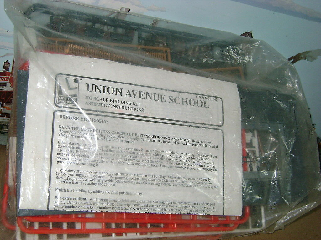 RARE  UNION  AVENUE  SCHOOL  BUILDING   Kit 1713 HO Scale Train MINT