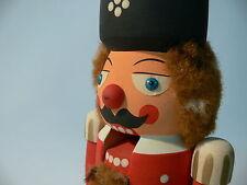 ERZGEBIRGE NUSSKNACKER Holz Figur Soldat Palastwache OK Weihnachten Nüße