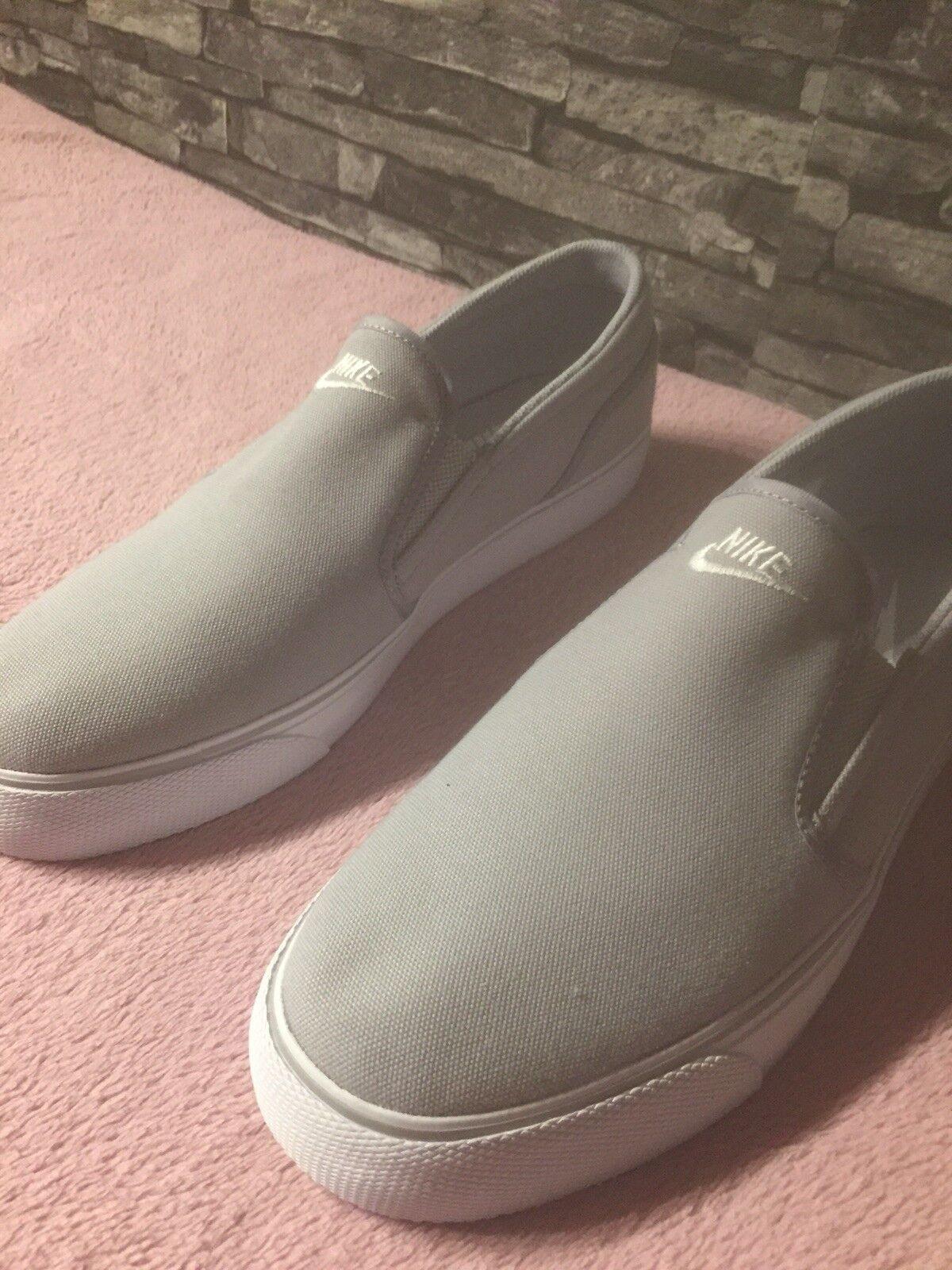 Nike Schuhe TEXT Toki Slip TEXT Schuhe Gr. 44 Weis 8a6ec8
