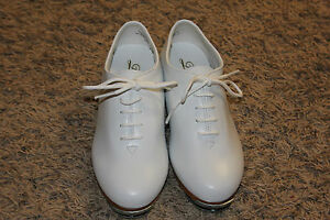 Trimfoot-Jazz-Clogging-Shoe-White-with-Stevens-Stompers-Buck-Taps-Installed