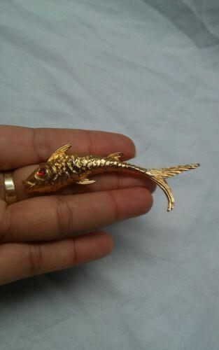 Pretty  vtg  Monet fish red eyes  gold tone  pin b