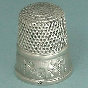 Antique-Sterling-Silver-Floral-Garland-Thimble-by-Simons-Brothers-Circa-1900s