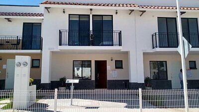 Al Norte en Coto, Seguridad, Casa Club, Alberca Semi-olimpica, etc. a 3 Mins. de Altaria