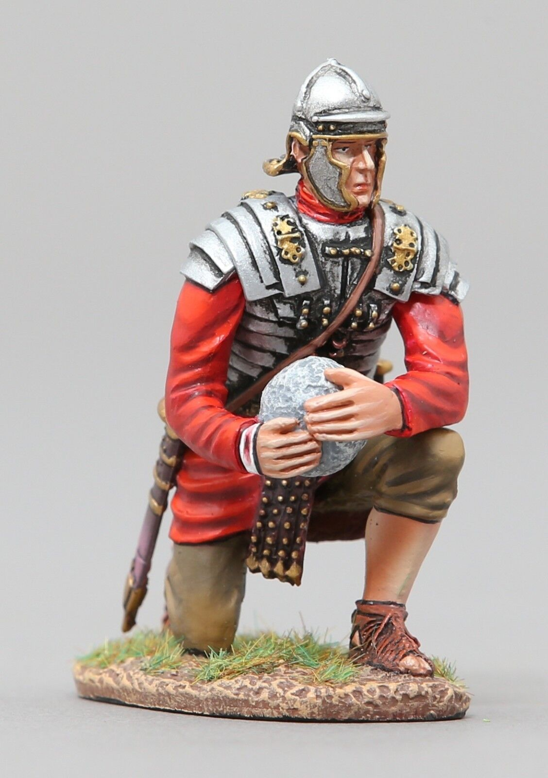 THOMAS GUNN ROMAN EMPIRE ROM104 ROMAN LEGIONNAIRE KNEELING WITH PROJECTILE MIB