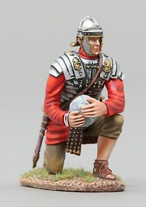 THOMAS GUNN ROMAN EMPIRE ROM104 ROMAN LEGIONNAIRE KNEELING WITH PROJECTILE MIB
