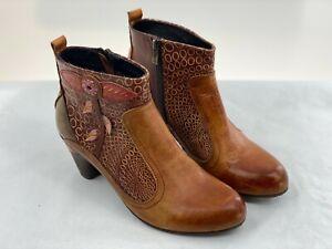 L'Artiste SPRING STEP Parfum Brown Ankle Boots With Floral Applique Sz 39