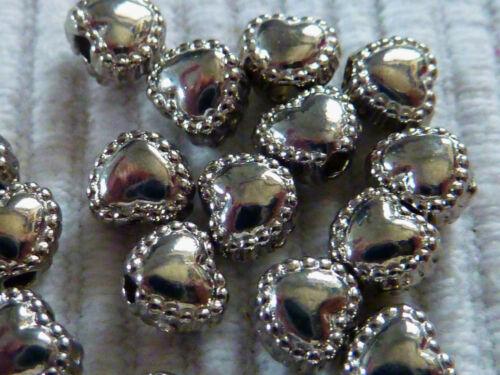 30 kleine Metallperlen Herzperlen silber 6 mm Spacer verziert 1222