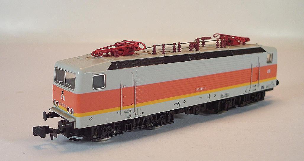 Arnold Spur N 2307 E-Lok Elektrolok BR 143 584-1 der DR