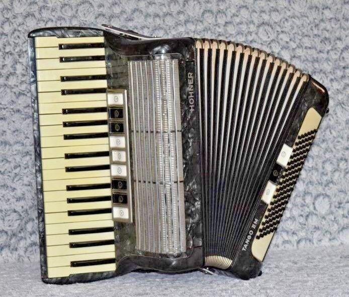 Hohner-Akkordeon TANGO II M   -     guter Gesamtzustand