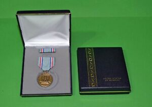 AIR-FORCE-GOOD-CONDUCT-MEDAL-PRESENTATION-DISPLAY-SET-Full-size-USA-Made