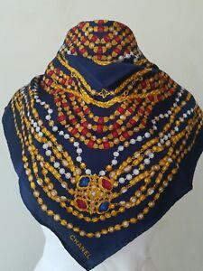 eb1177ac2e7 Caricamento dell immagine in corso Chanel-foulard-vintage-in-seta-scarf-blu
