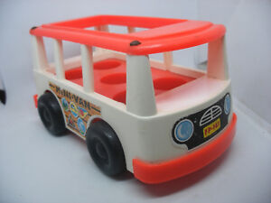 Vintage-1969-Fisher-Price-little-people-Play-Family-mini-Bus-Van