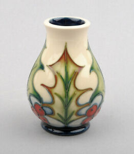 Moorcroft-Pottery-Holly-amp-Berries-Pattern-Vase-Signed-by-Philip-Gibson