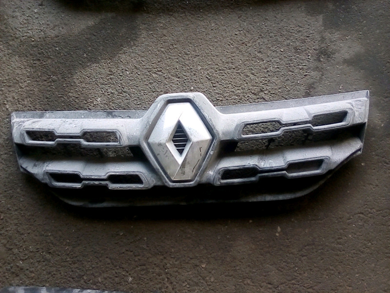 Renault kwid main grill for sale