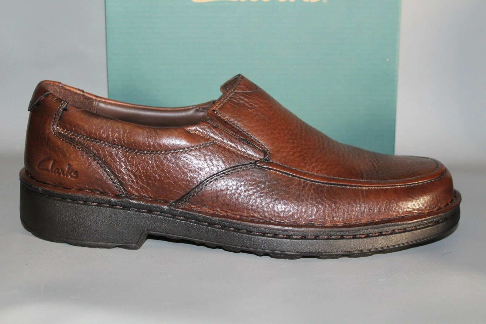 NEW Men's Clarks Discover Brown Leather Slip on Dress   Casual shoes