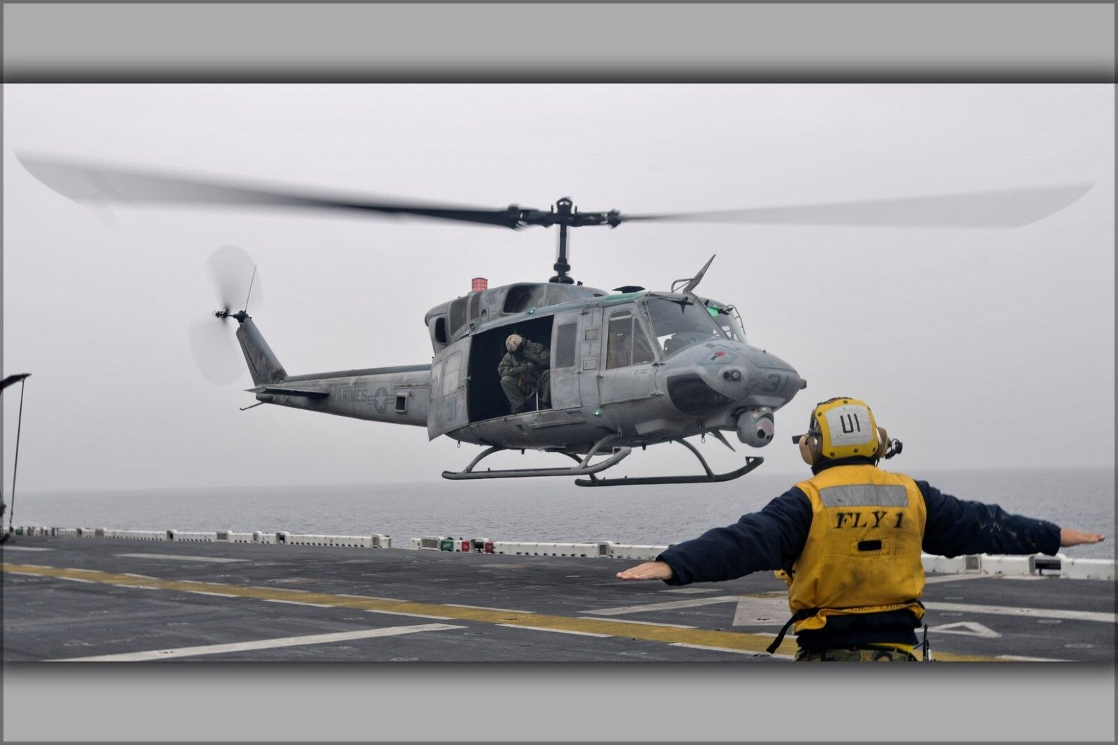 Poster, Poster, Poster, Molte Misure; Uh-1n Uh-1 Elicottero Huey a Bordo Uss Essex (LHD 2) c58f06