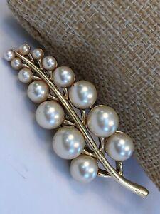Vintage-Pin-Brooch-Gold-imitation-pearl-gold-tone-pretty-Leaf-Design