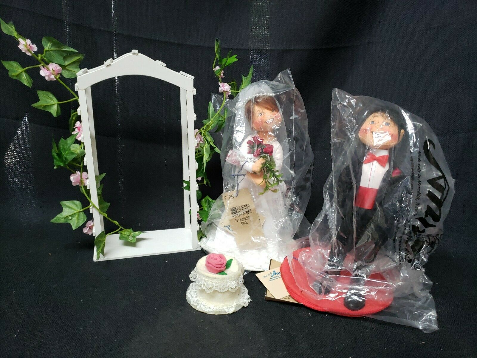 Annalee Dolls 10  Bride & Groom   1997 WeddingARBOR & CAKE