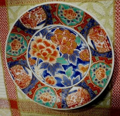 Vintage hand-painted Japanese dish. Signed by the artist.Vivid colors.Excellent