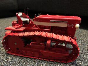 IH-International-T340-Crawler-Tractor-1-16-Ertl-Toy-1997-Case-DEALER-CollectorEd