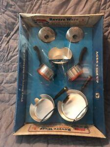 Revere-Ware-Miniature-Replicas-7-Piece-Pots-Pans-Lids-Stove-Box-Chilton-Toy-J7