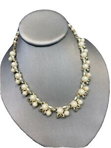 Vintage-1950S-Signed-Star-Gold-Finish-White-Pearl-Necklace-With-Hook-Clasp