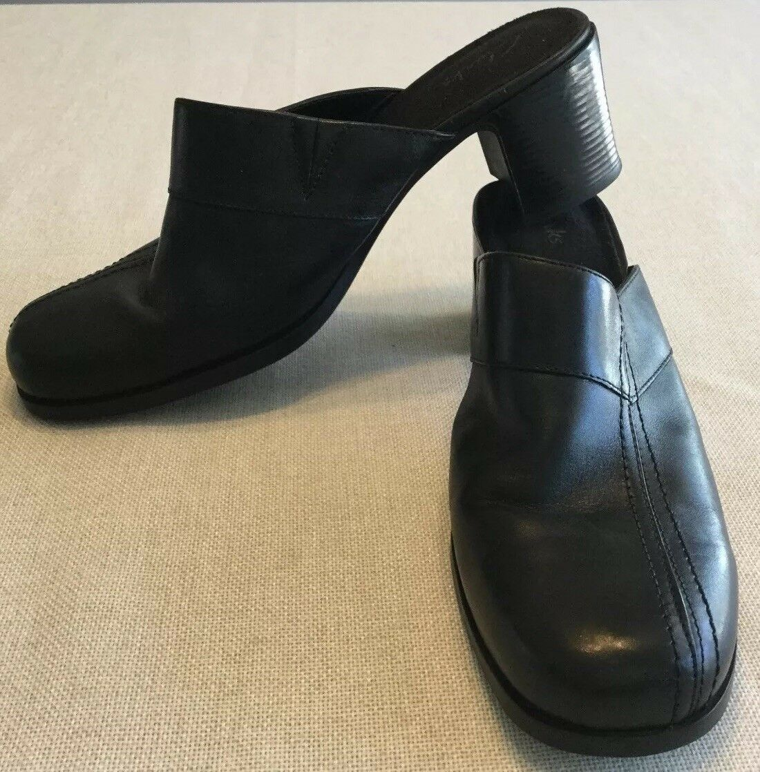 CLARKS Women's Size 9 1 2 M Black Leather Slip-On Clog Mules