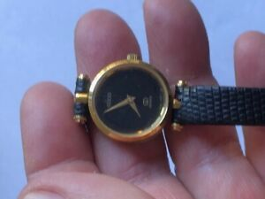Vintage Gucci Ladies Quartz Watch Genuine Black Leather Band Swiss Made
