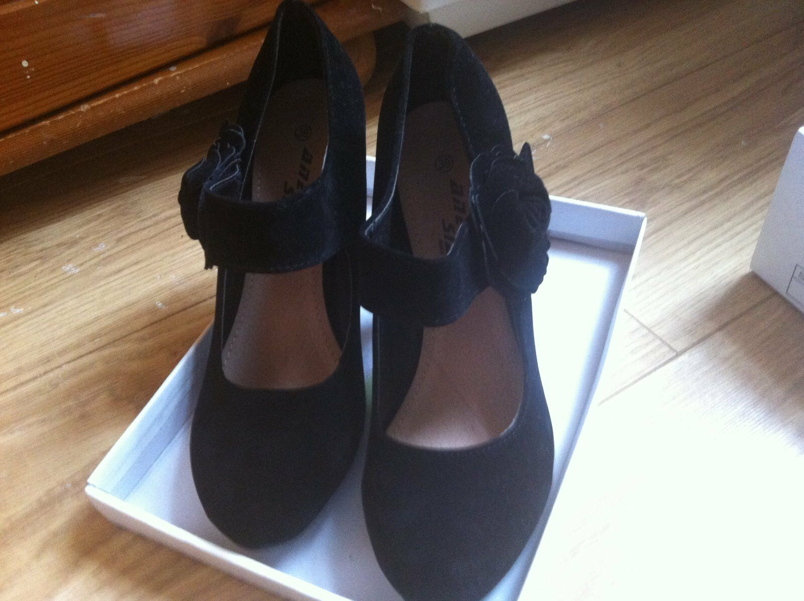 Black high heel shoes size 6 with velcro fastening to the side size 6 New