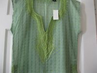 Ladies York & Co. Short Sleeve Green Blouse With Embrodiery, Size Small