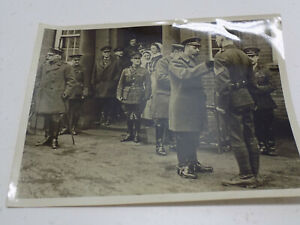 Vintage-WWI-British-Army-Press-Photo-King-Inspects-Hospital-amp-Decorates-NCO