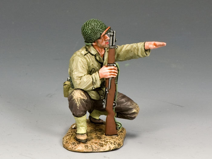 KING AND COUNTRY WW2 G.I. Kneeling Pointing  DD187 DD187
