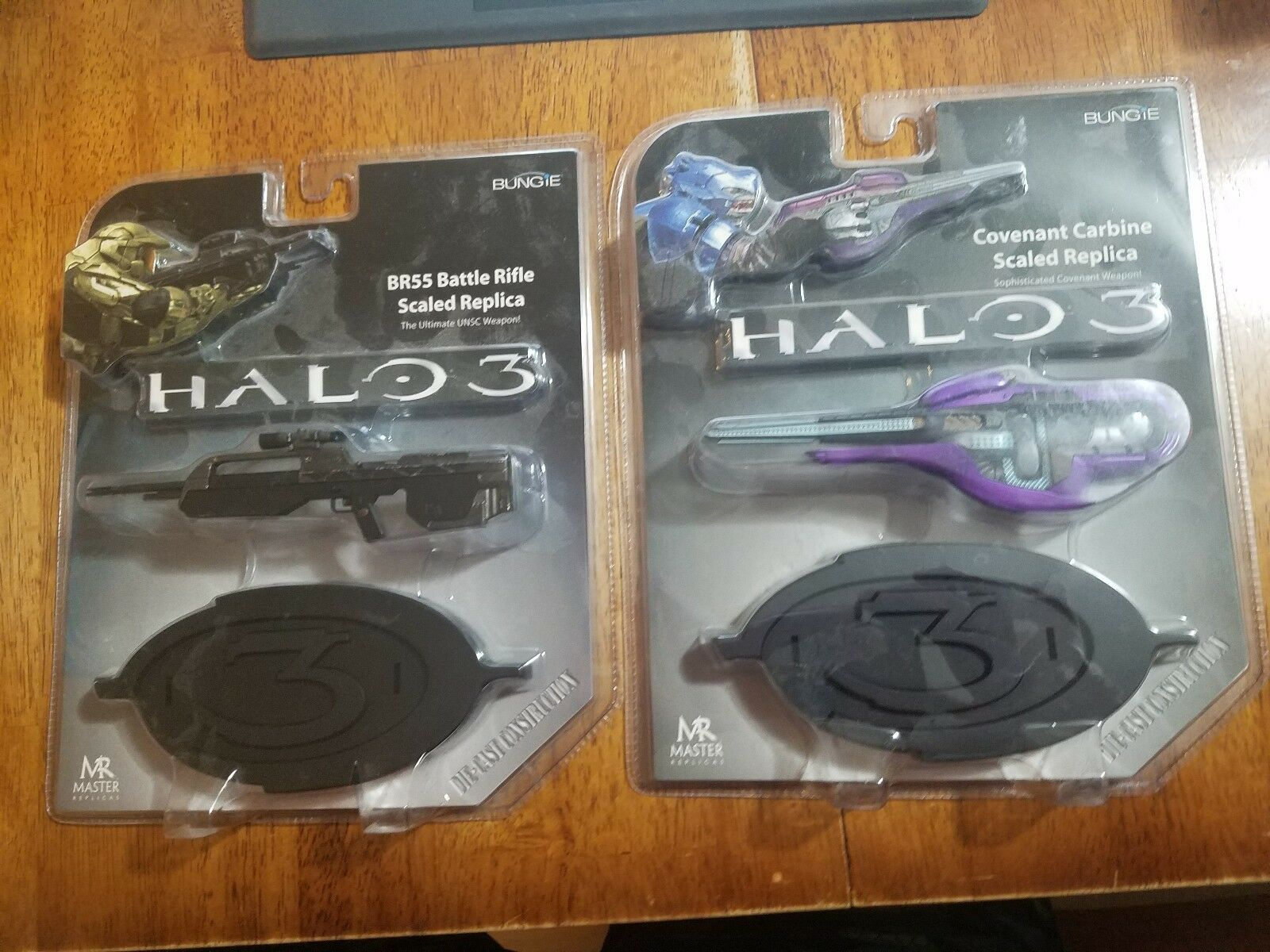 Halo 3 Master Replicas Covenant Carbine and Battle Riffle Die Cast New B1, B3