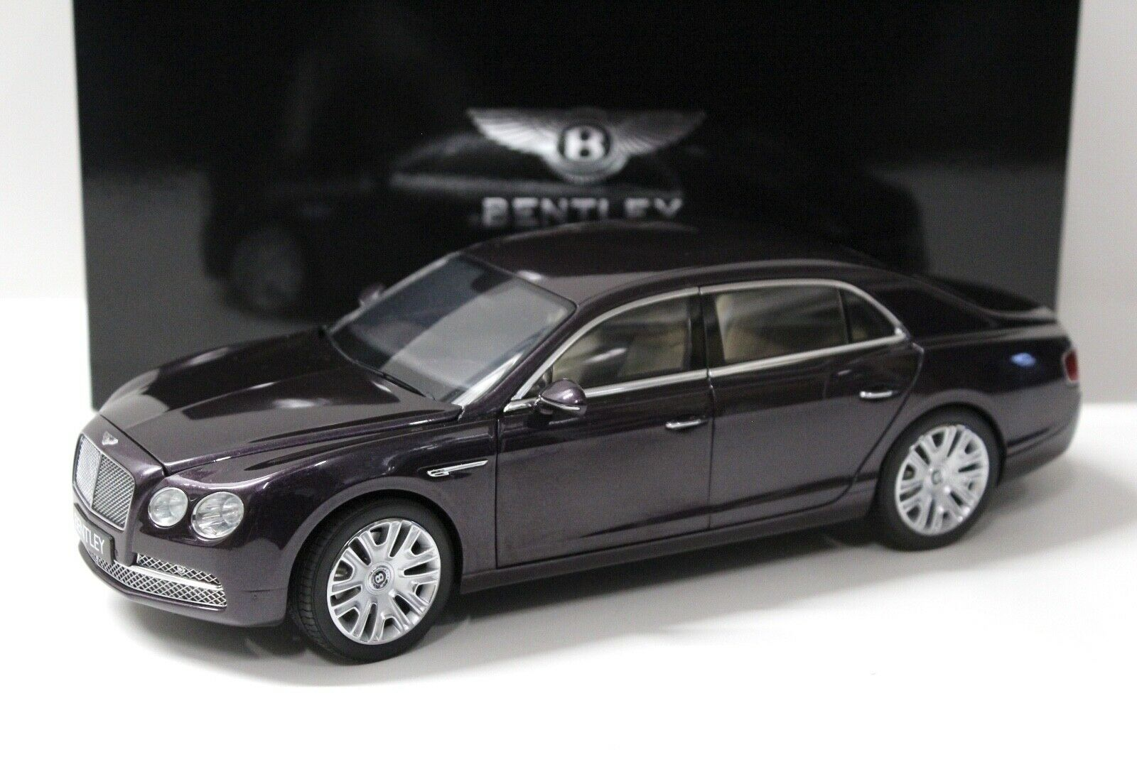 1 18 Kyosho Bentley fliegen Spur W12 Damson DEALER NEW bei PREMIUM-ModelllAutos