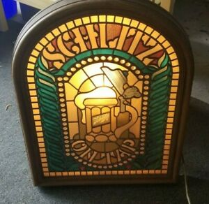 Vintage-1970-039-s-Schlitz-Lighted-Faux-Stained-Glass-Window-Bar-Beer-Sign