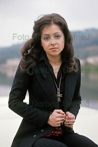 Vicky-Leandros-with-Gold-Jewellery-Photo-20-X-30-CM-Without-Autograph-Nr