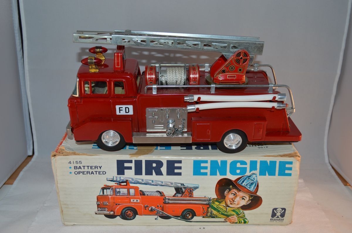 Bandai 4155 Ford tinplate Fire Engine with box all original with sirene Japan