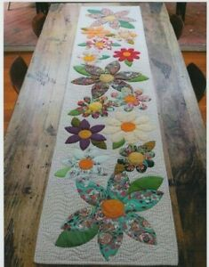 Blossoms-Table-Runner-beautiful-applique-PATTERN-FreeBird-Quilting-Designs