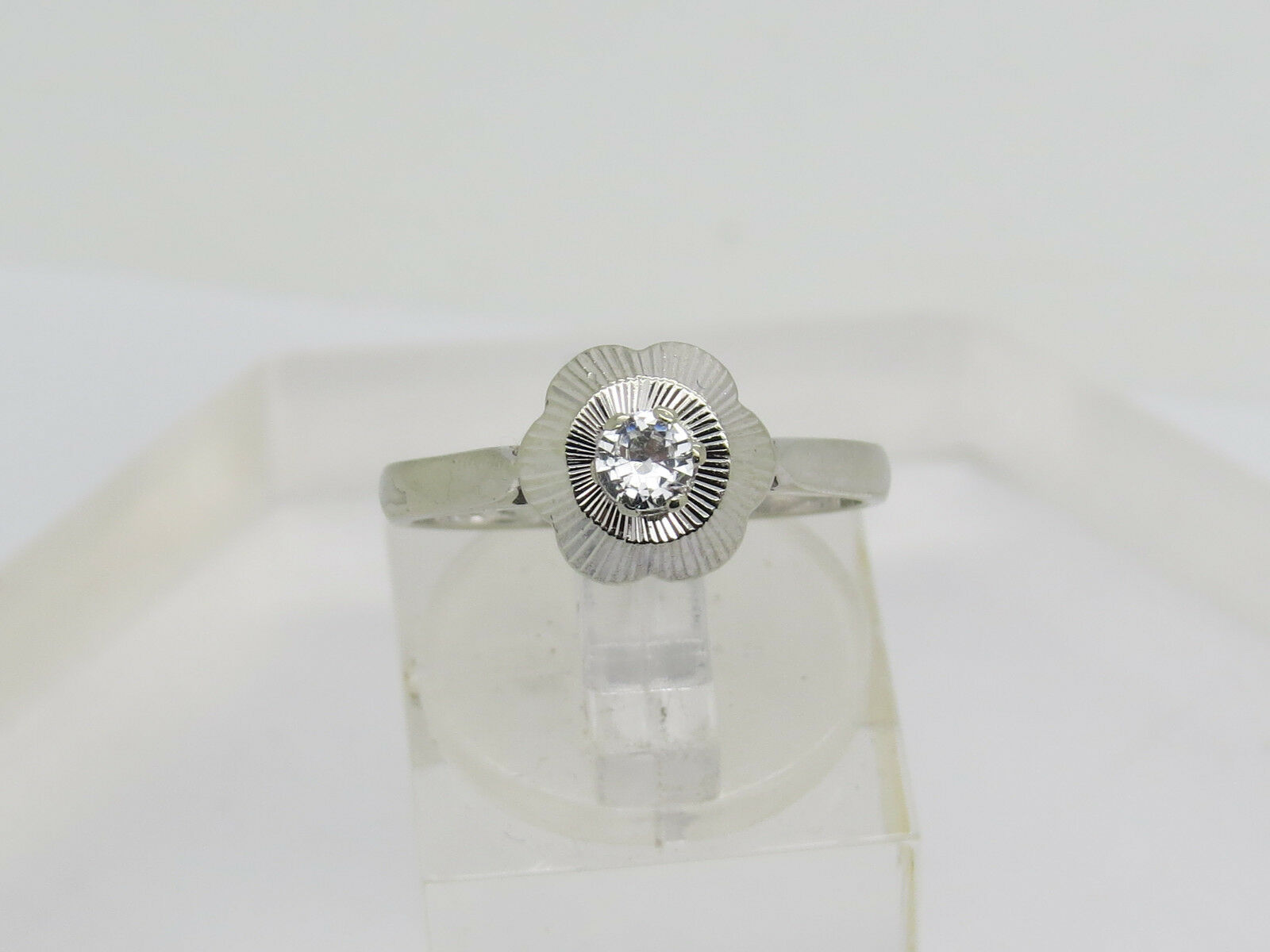 Solid 18k .750 White gold Round White Spinel Gemstone Solitaire Ring Size 7
