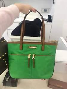 913cd6b26f51 NWT MICHAEL KORS Womens Kempton MEDIUM Pocket Tote Handbag Nylon ...