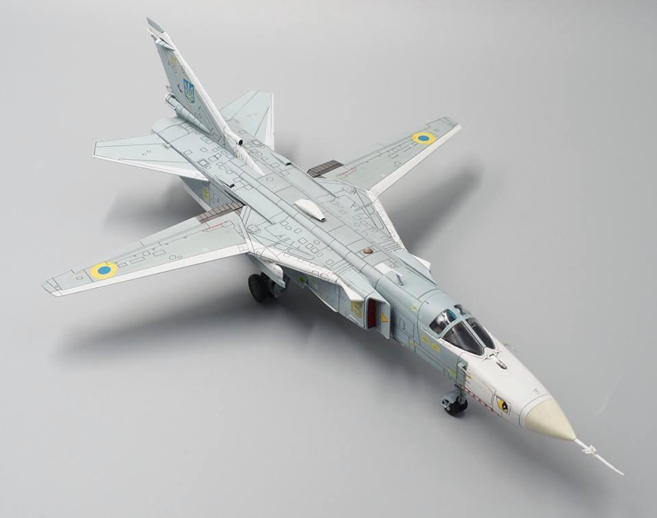 Calibre ailes CA722402-SUKHOI SU-24MR Fleuret Jaune 15 Ukraine Air Force