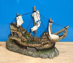 Galleon with sails shipwreck ornament aquarium fish tank for Fish tank shipwreck