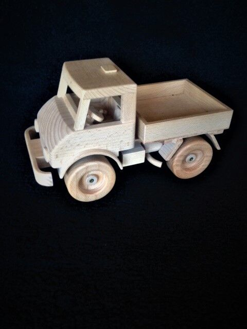 Mercedes Benz Unimog solid wood model,type 404, hand made in Germany, 101 4  lg.