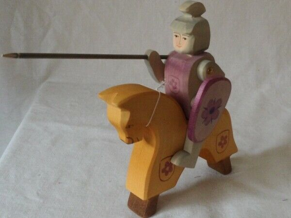 Ostheimer Ritter Turnierritter auf Pferd gelb