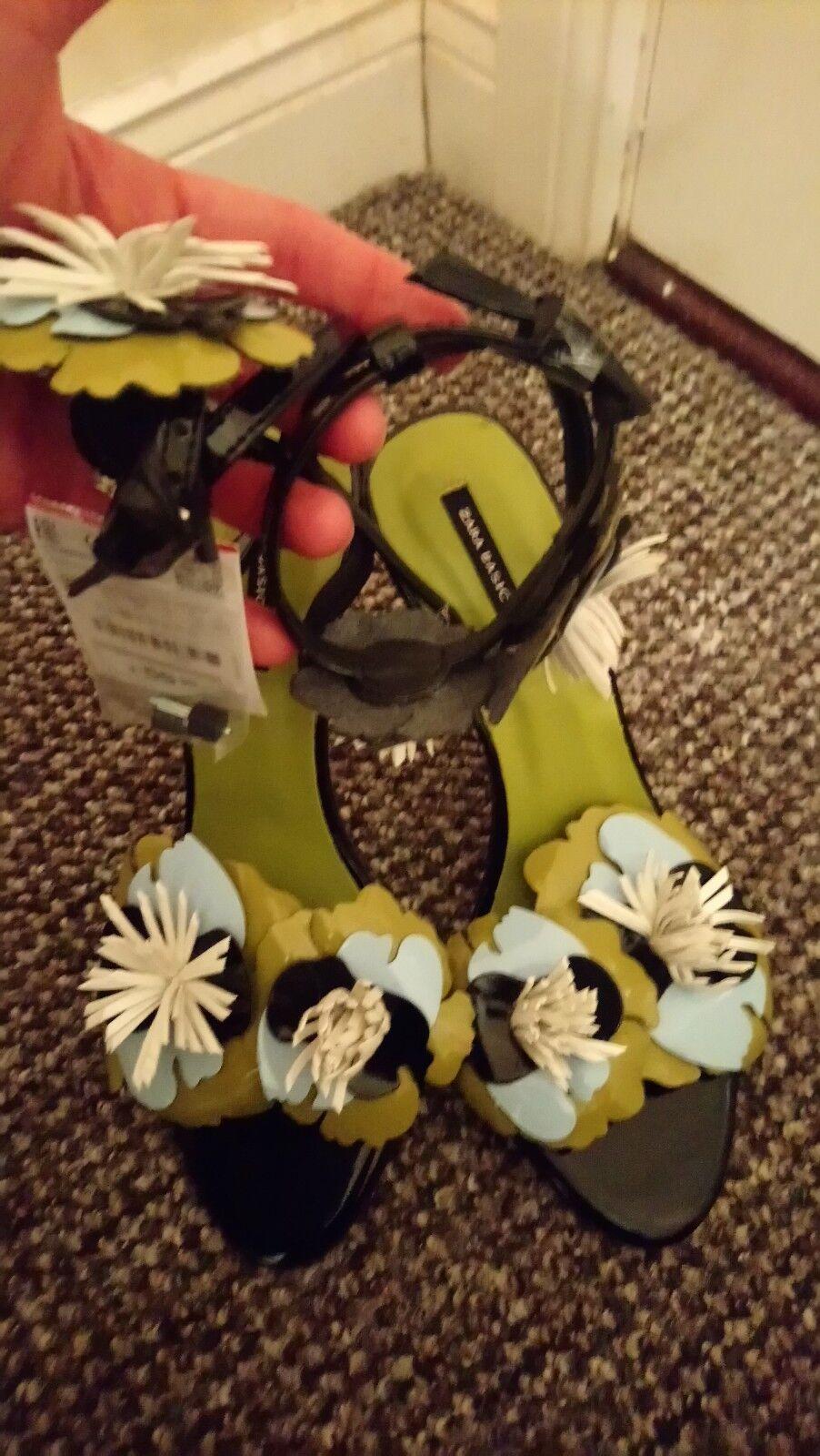 Zara Heeled Sandals With Flowers Detail Size 4(DESCRIPTION   )