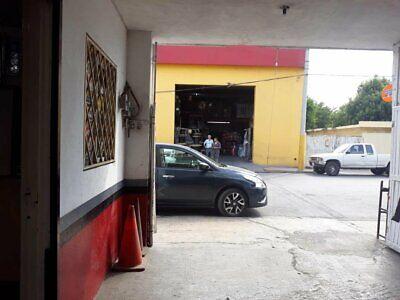 LOCAL COMERCIAL EN VENTA INCLUYE DEPTO./UBICADO A 20 MTS DE LATERAL AV. MIGUEL ALEMAN APODACA
