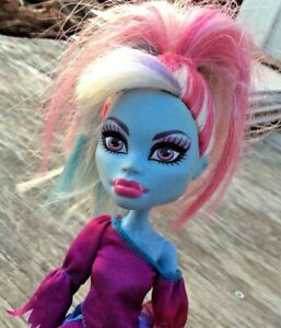 Monster-High-Doll-Abbey-Bominable-Sparkle-Blue-Skin-Rainbow-Hair-Dress-Mattel