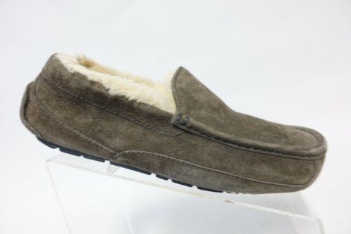 UGG AUSTRALIA Ascot Grey Sz 8 Women Suede Slippers