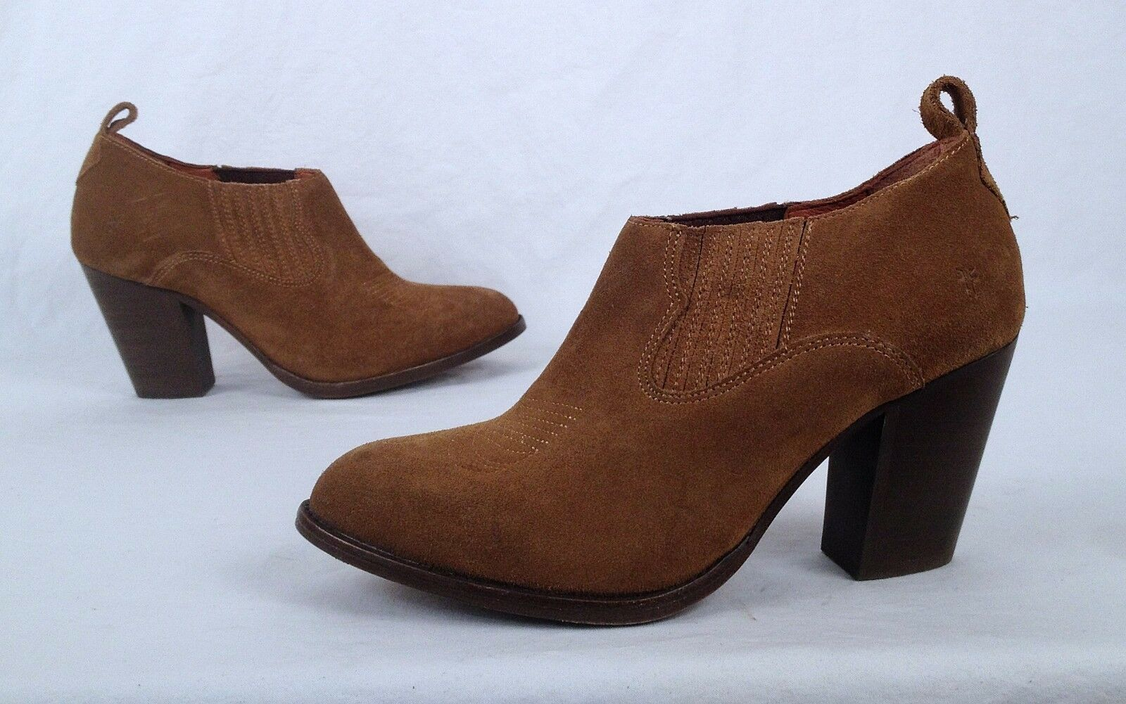 Frye Short Chelsea Boot- Light Brown Suede- Size 7 B   (B21)